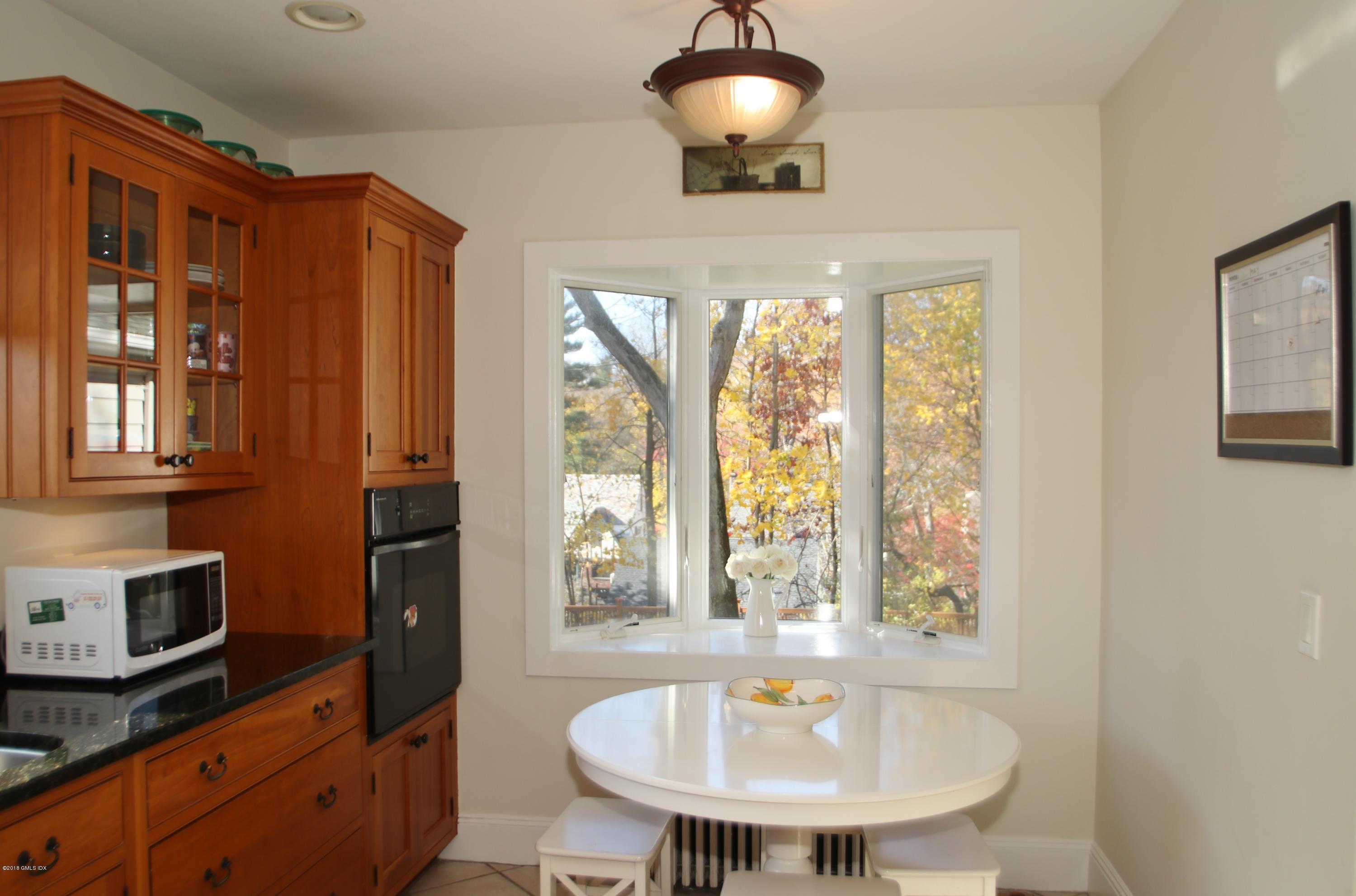 10 Ridge Road,Cos Cob,Connecticut 06807,5 Bedrooms Bedrooms,3 BathroomsBathrooms,Single family,Ridge,106972