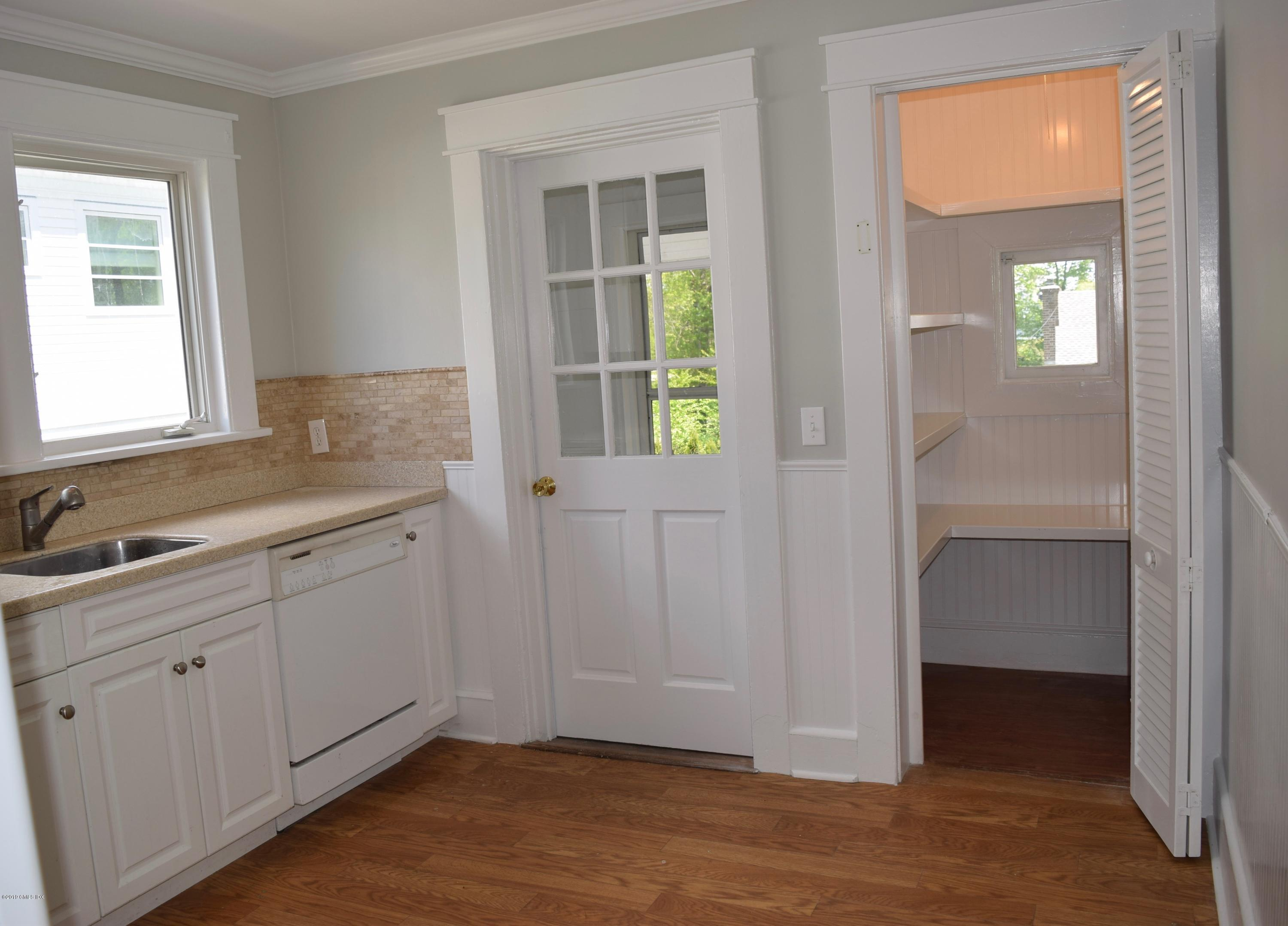 4 Highview Avenue,Old Greenwich,Connecticut 06870,3 Bedrooms Bedrooms,1 BathroomBathrooms,Single family,Highview,106973