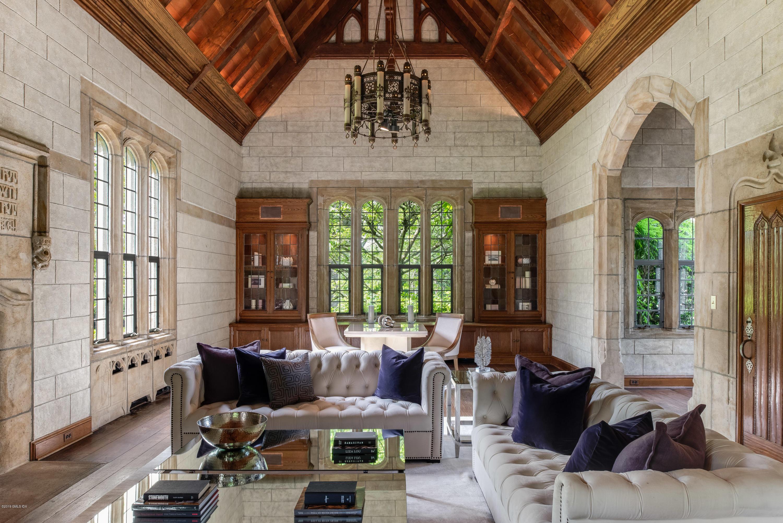 15 Reynwood Manor
