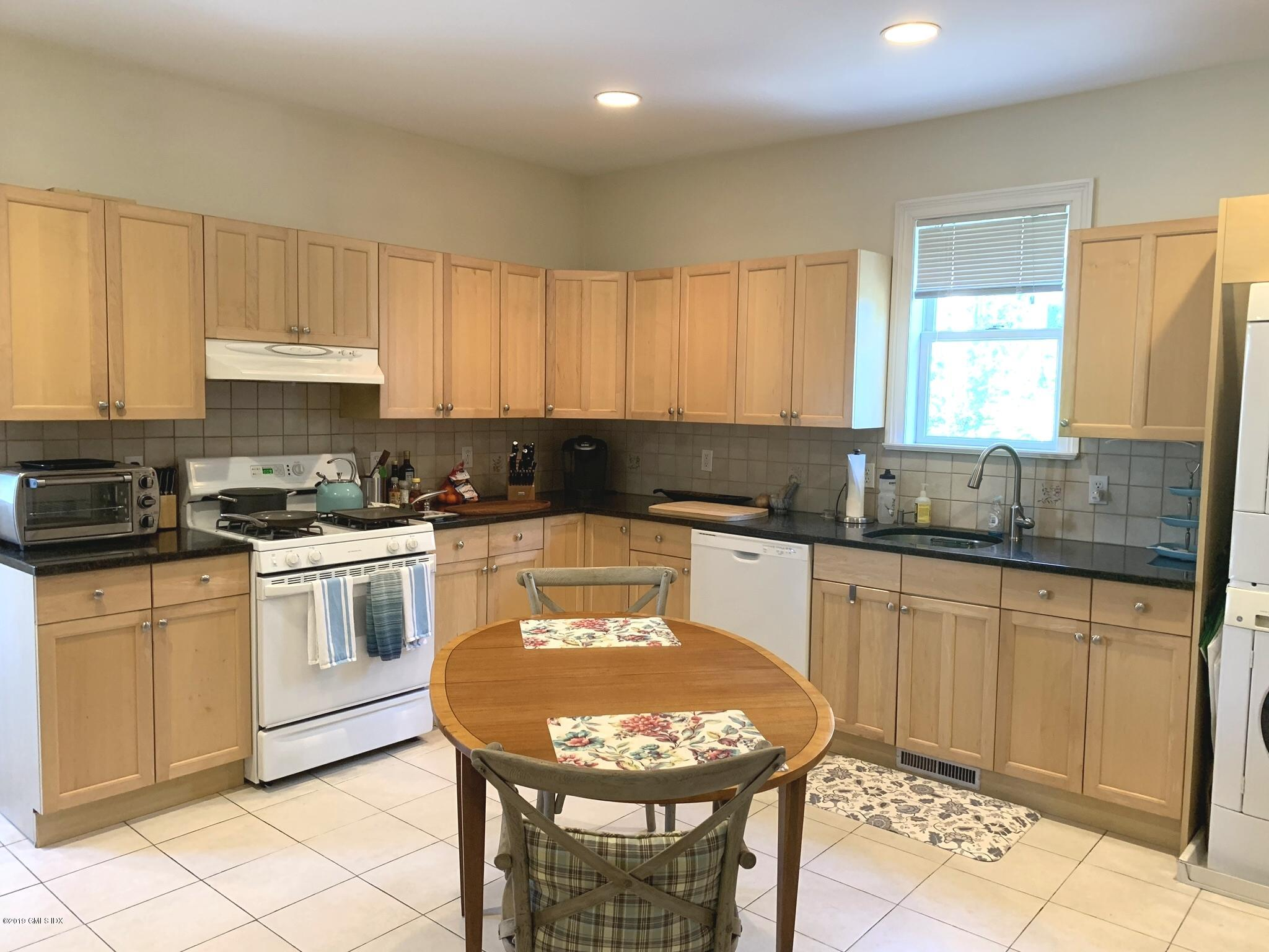 240 Milbank Avenue,Greenwich,Connecticut 06830,2 Bedrooms Bedrooms,1 BathroomBathrooms,Multi-family - 3 units,Milbank,107267