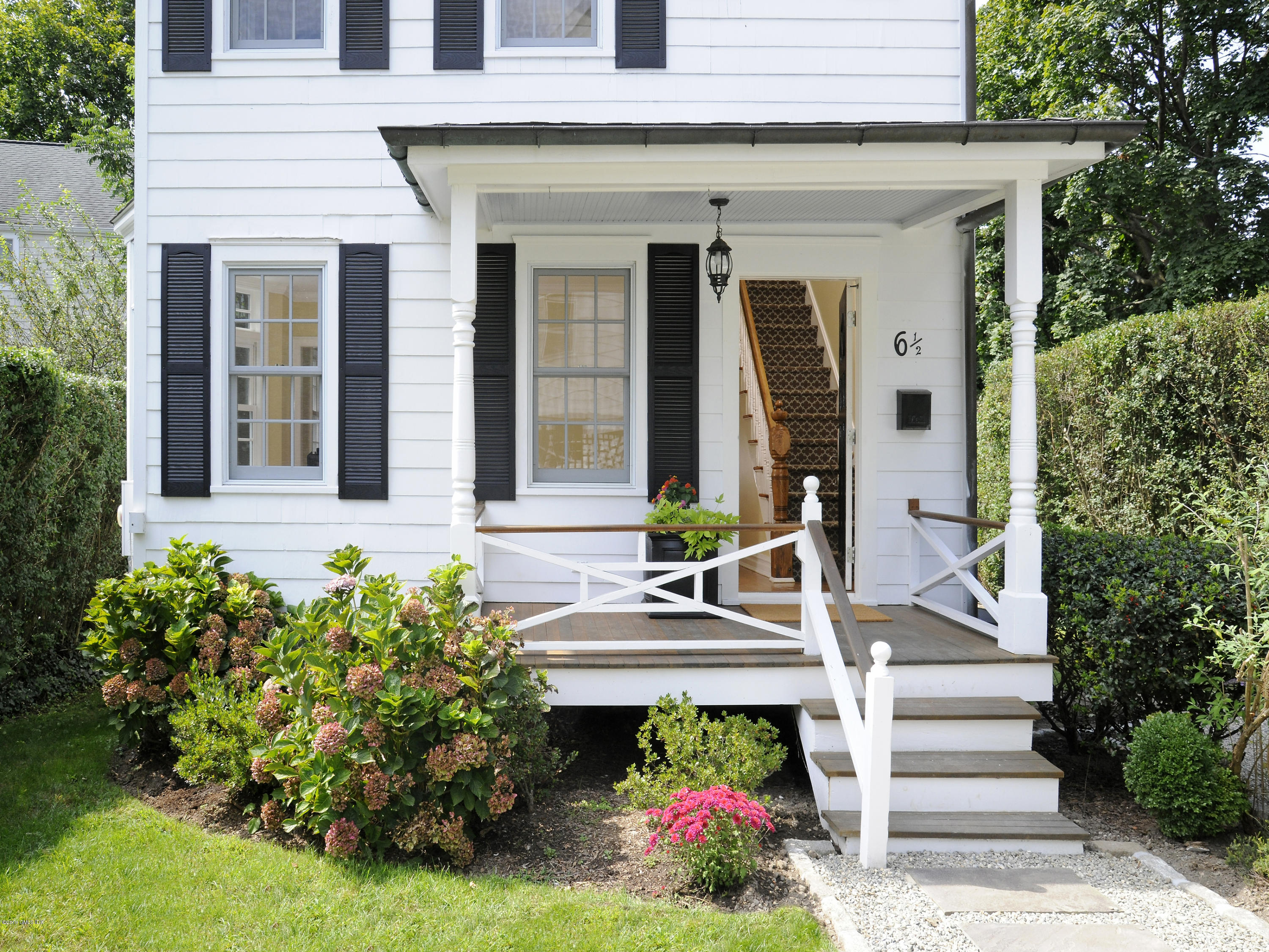6 Farley Street,Greenwich,Connecticut 06830,2 Bedrooms Bedrooms,2 BathroomsBathrooms,Single family,Farley,107858
