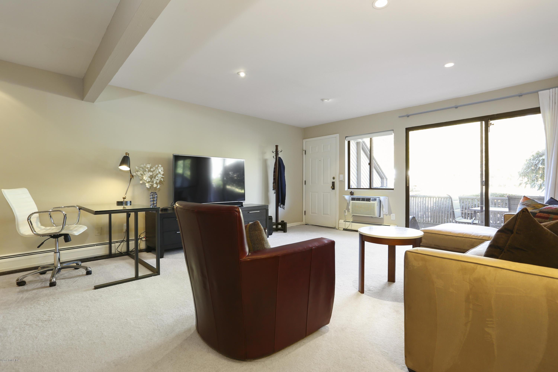 1465 Putnam Avenue,Old Greenwich,Connecticut 06870,1 Bedroom Bedrooms,1 BathroomBathrooms,Condominium,Putnam,108327