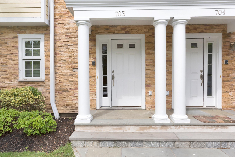 70 Riverdale Avenue, Greenwich, Connecticut 06831, 3 Bedrooms Bedrooms, ,2 BathroomsBathrooms,Condominium,For sale,Riverdale,110319