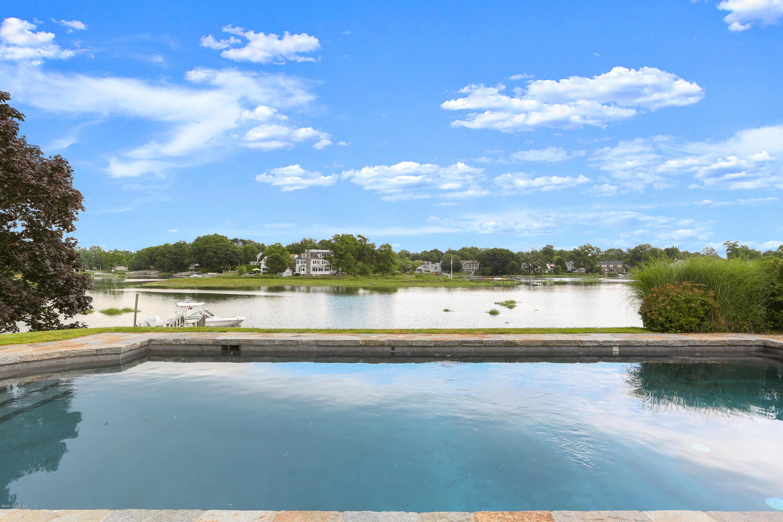 15 Willowmere Circle Riverside, CT 06878