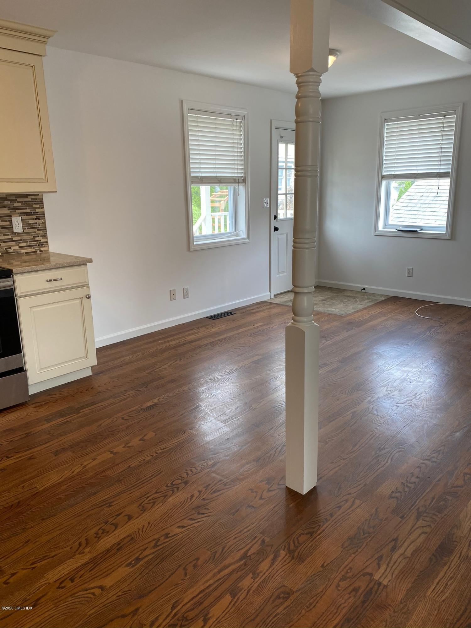 71 Old Field Point Road, Greenwich, Connecticut 06830, 2 Bedrooms Bedrooms, ,1 BathroomBathrooms,Multi-family - 2 units,For Rent,Old Field Point,110740