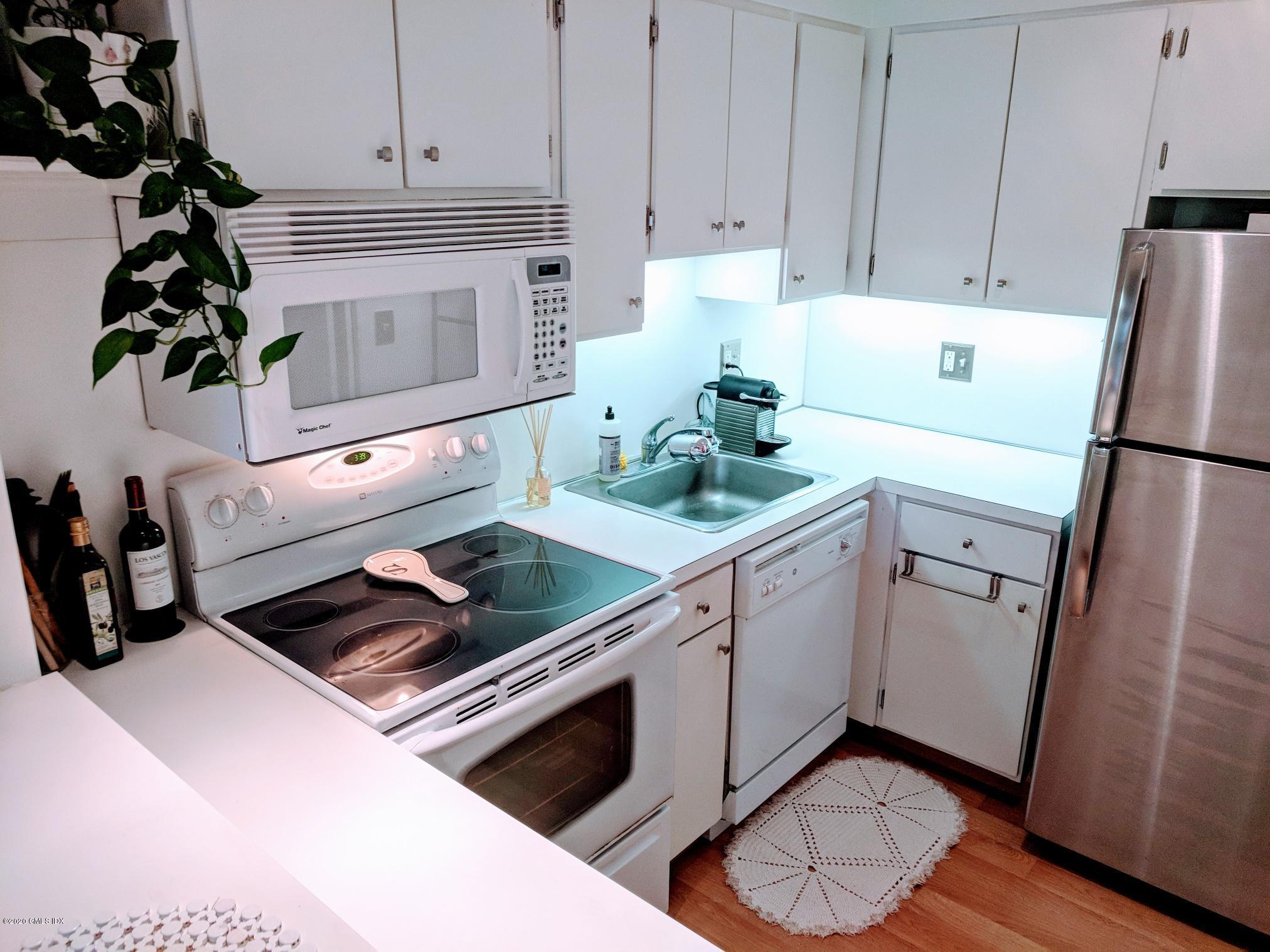 1525 Putnam Avenue, Old Greenwich, Connecticut 06870, 1 Bedroom Bedrooms, ,1 BathroomBathrooms,Condominium,For Rent,Putnam,112203