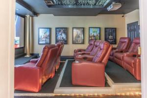 HJ-Man Cave Theater