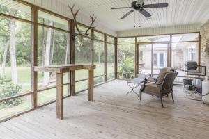 19 - Screened Porch