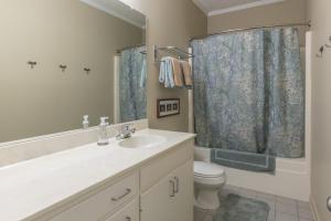 35 - Bathroom 2