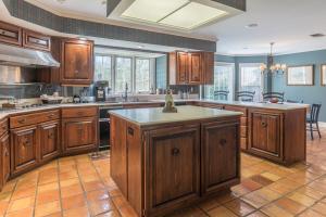 24a kitchen w island