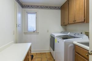27a laundry center