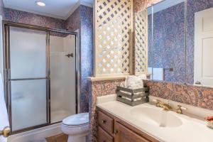 28 hall bath 1