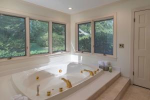 34 master bath tub