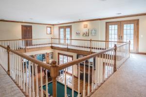 36 upstairs catwalk