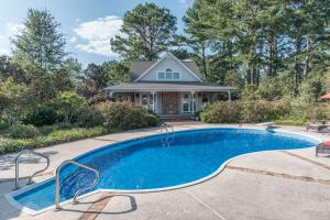 43 pool and guest house
