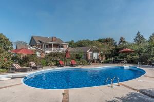 44 pool and main house