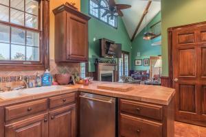 51 guest kitchen