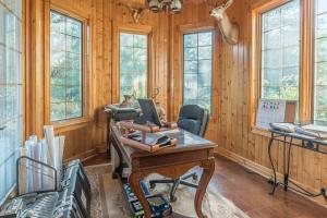 52 Guest sunroom office