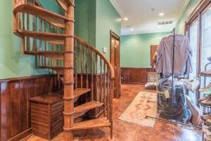 55 guest sprial staircase