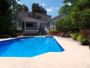 Back of home/pool