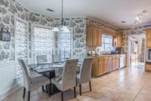 15-breakfast room-kitchen
