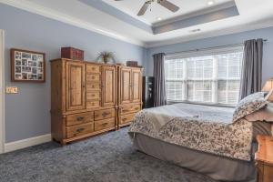 24-master bedroom b