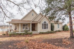 881 East Lakeshore, Starkville, MS 39759