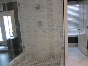 Master Bathroom (4)