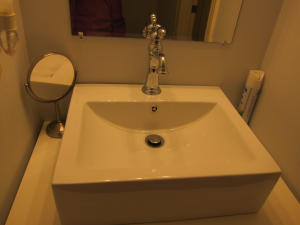 Bathroom 5 (2)