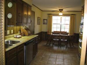 Kitchen into breakfast area