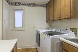 32-laundry room