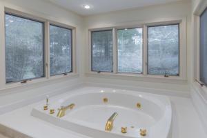 37-master bath d