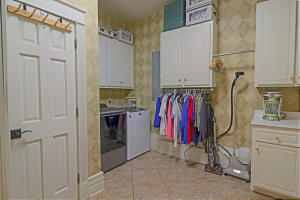 LARGE LAUNDRY AREA