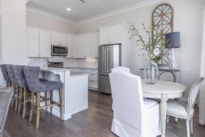 07-Kitchen & Dining Area