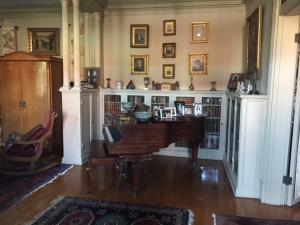 Side foyer