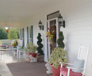 07-front porch a