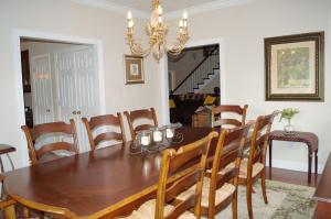18-dining room d
