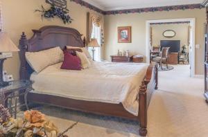 31-master bedroom b