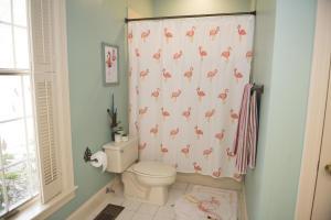 48 Downstairs En-Suite Bath Tub Shower