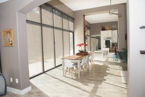 62 Poolhouse Living