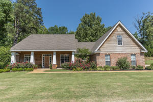 951 White Oak Ln, Starkville, MS 39759