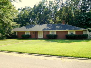 309 Mapleview Rd, West Point, MS 39773