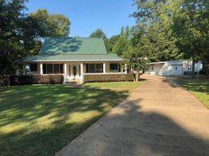 2409 Old Wolfe Road, Caledonia, MS 39740
