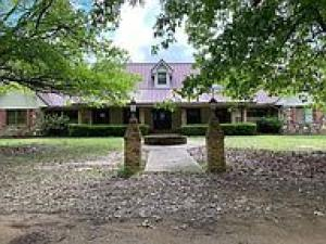 627 Canfield Rd, Columbus, MS 39702