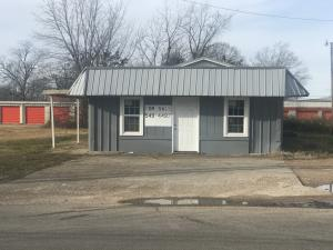 921 N Division St, West Point, MS 39773