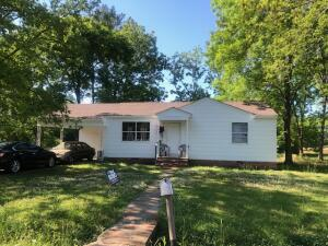 302 Meadowbrook Cir, West Point, MS 39773