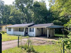 65 W Morrow St, West Point, MS 39773