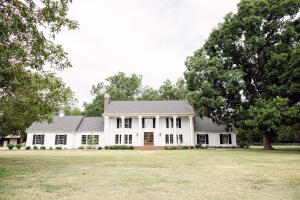 5414 Old W Point Rd, Columbus, MS 39701