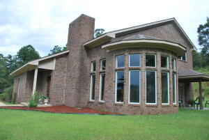 209 Holly Hills Rd, Columbus, MS 39705