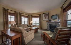 317 SOARING EAGLE LODGE, SNOWSHOE, WV 26209